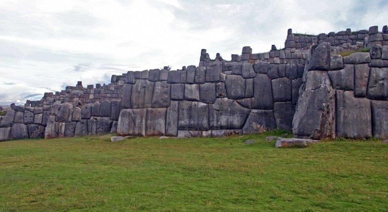 walls_at_Sacsayhuaman